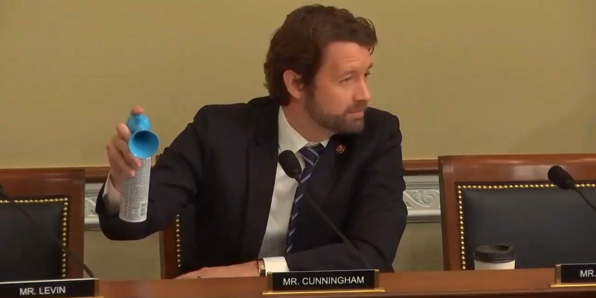 Cunningham sounds air horn during meeting on seismic blasting's marine life impact