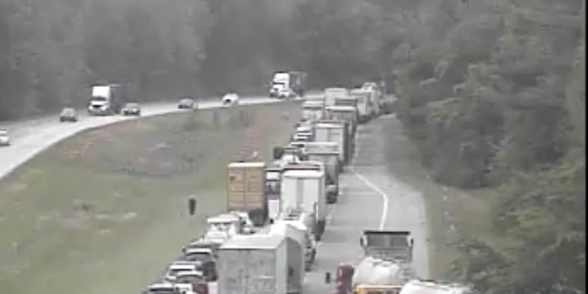 Crews clear crash on I-26 westbound lanes in Dorchester County