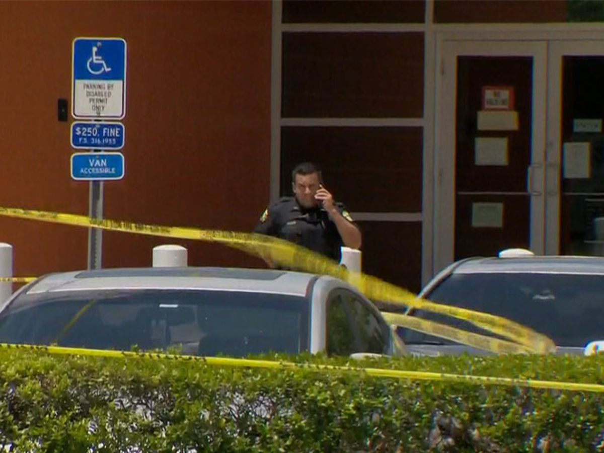 1 killed, suspect caught in shooting at U.S. customs office in Fla.