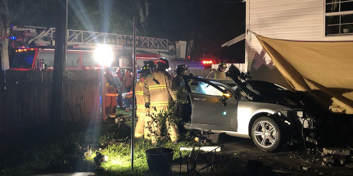Man charged with DUI after crashing vehicle into James Island home