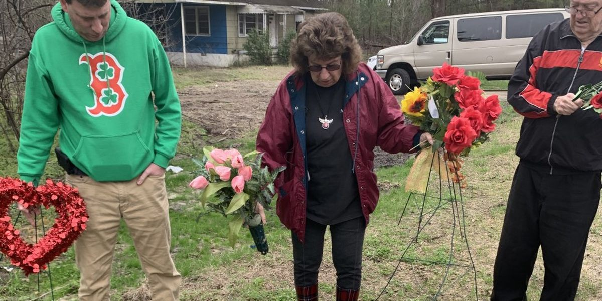 'So devastating:' Family of woman who drowned in HCSO transport van visits site where she died