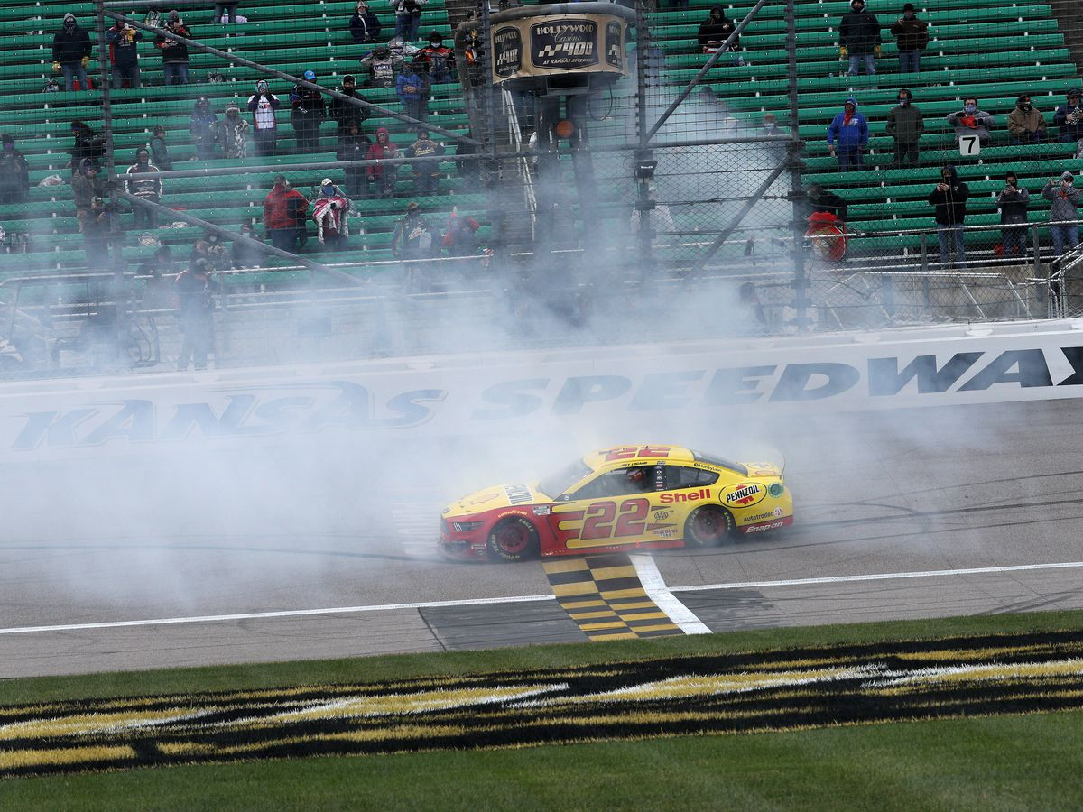 Logano wins at Kansas to clinch spot in Cup Series finale