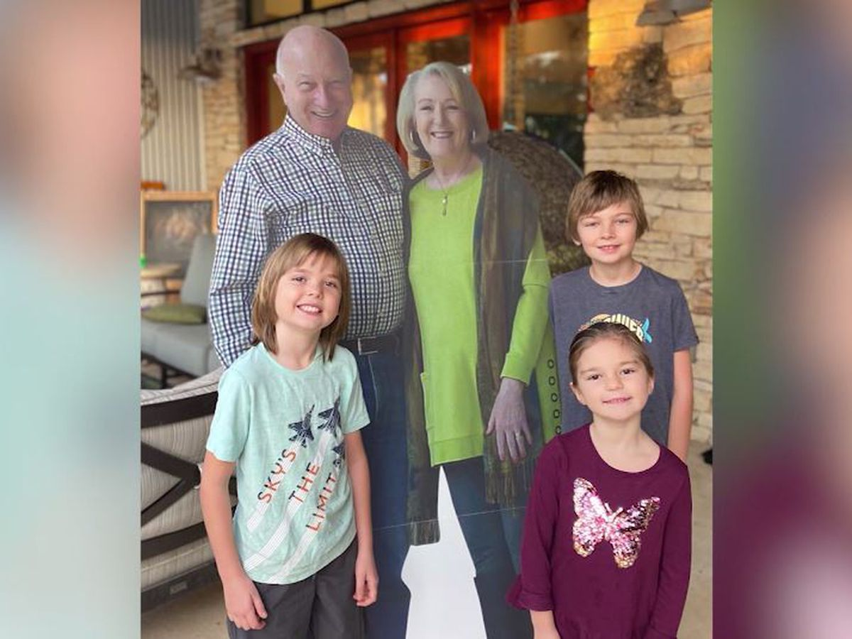 Texas grandparents mail life-sized cutouts to family for holidays