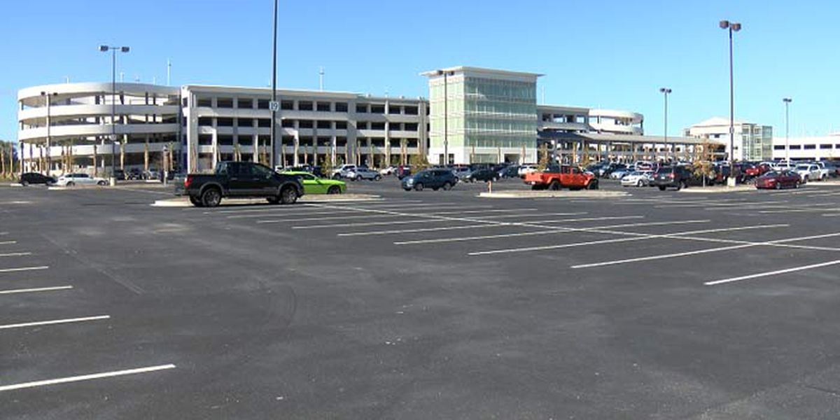 Airport holds ribbon cutting on new parking garage