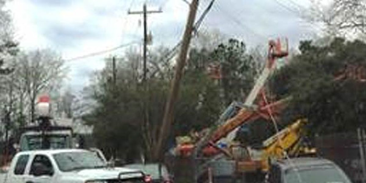Police chase leads to crash, power outage in N. Charleston