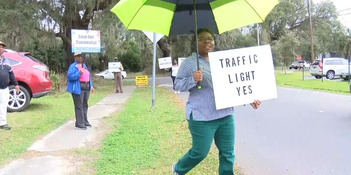 James Island homeowners protest possible intersection