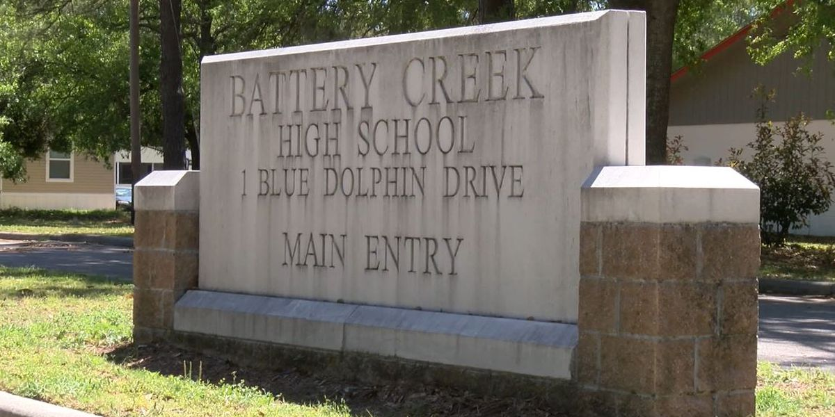 Deputies investigating source of bomb threat called in to school
