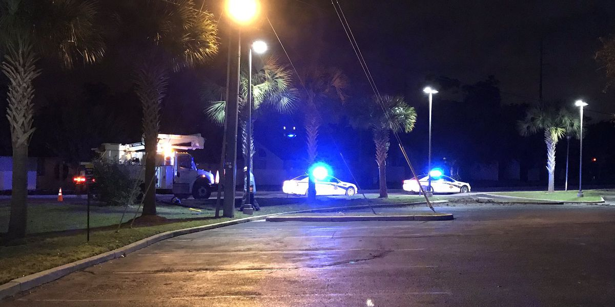 Deputies searching for driver after early-morning pursuit on James Island ends in crash