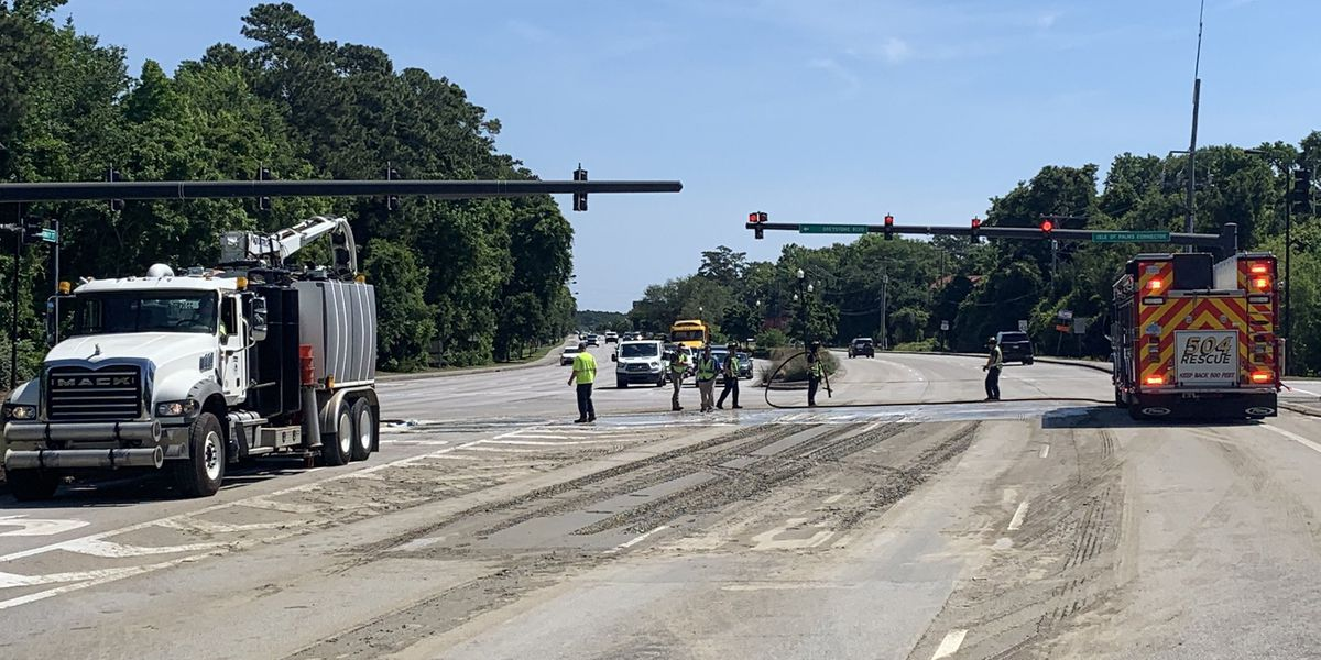 Crews reopen two lanes of Highway 17 N after roadway spill near Isle of Palms
