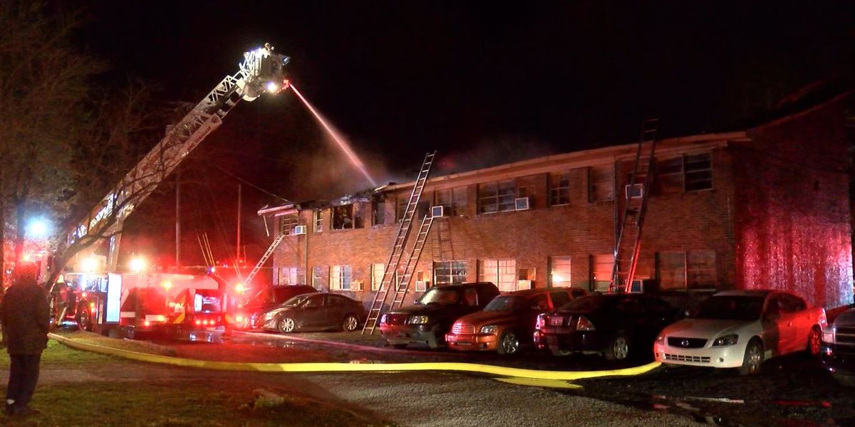 Man who escaped apartment fire called 911, helped others get out of burning building