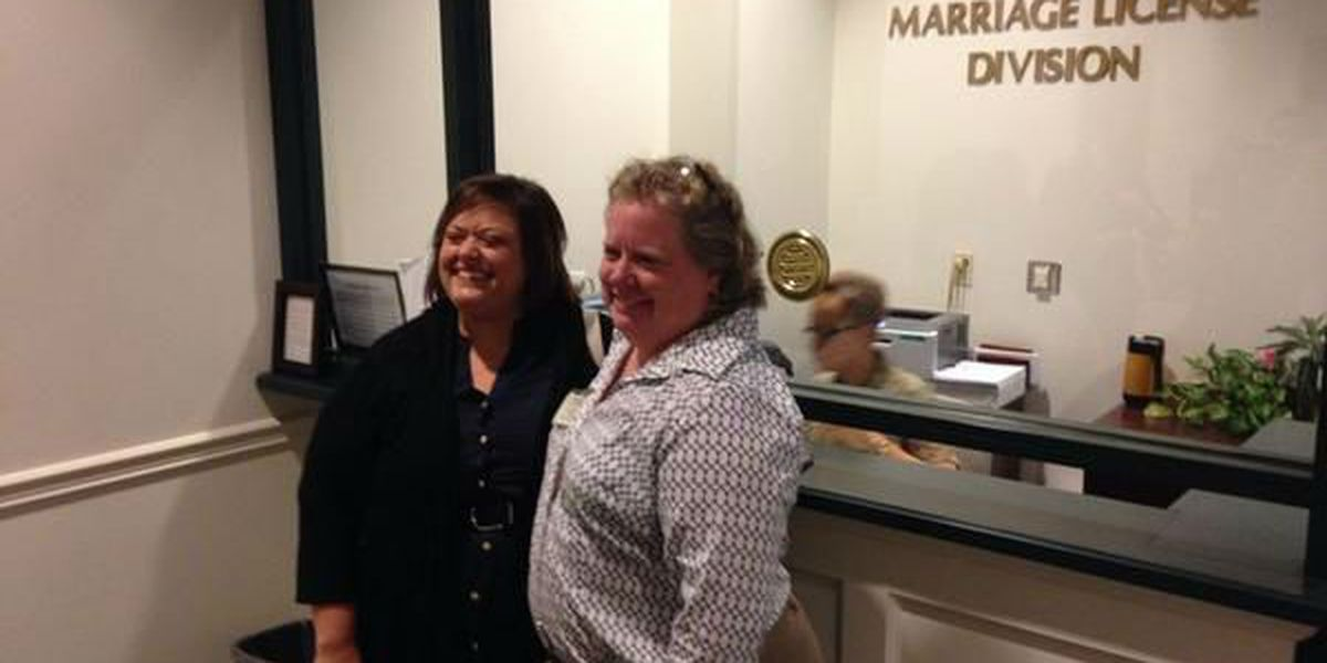 Couple asks that gay marriages proceed in SC