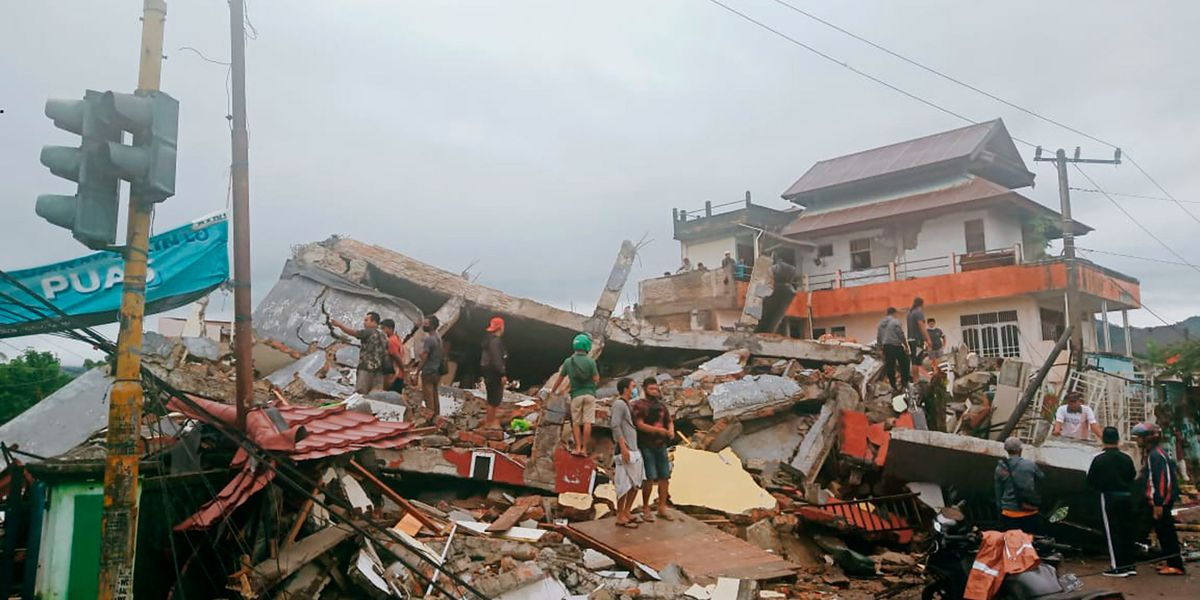 Indonesia: building destroyed after earthquake