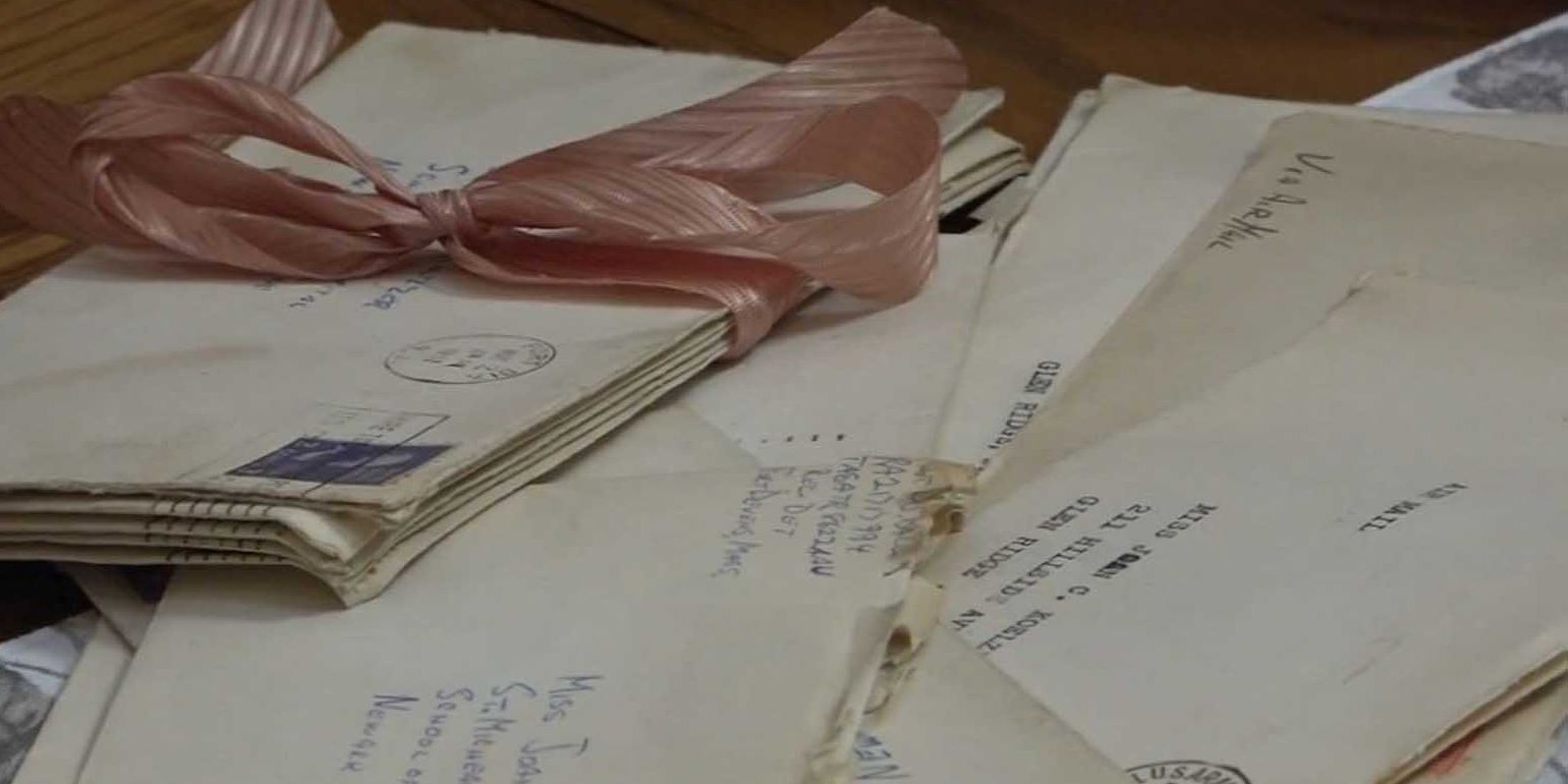 Good Samaritan finds love letters from 1950s, returns them to couple's daughter