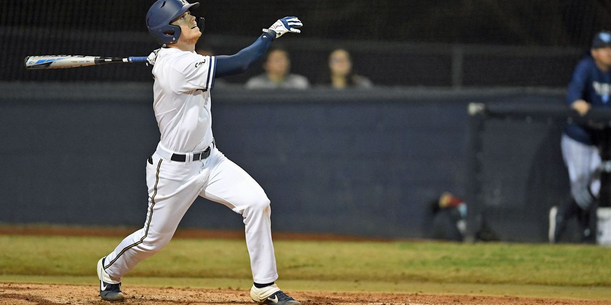 Bucs sweep doubleheader, lead series 3-0 over Hornets