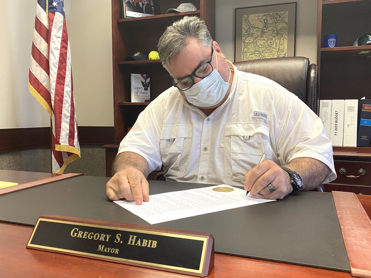 Face masks mandatory in all Goose Creek businesses after mayor signs proclamation