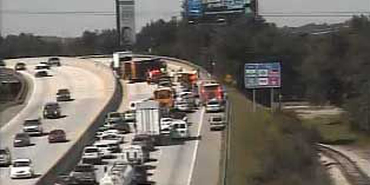 Emergency crews clear WB I-26 accident in N. Charleston