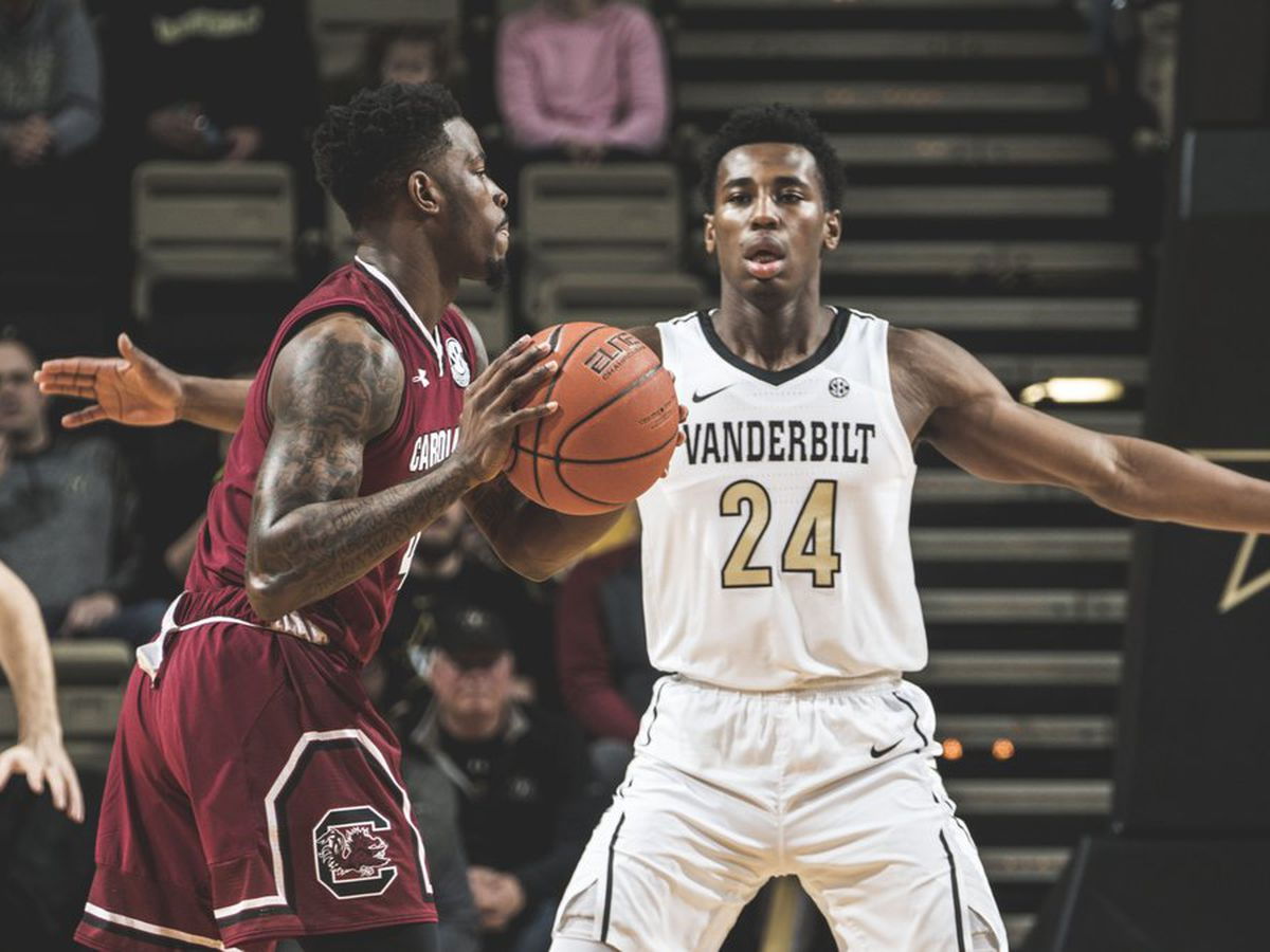 South Carolina rallies from 12 down to beat Vanderbilt, 74-71