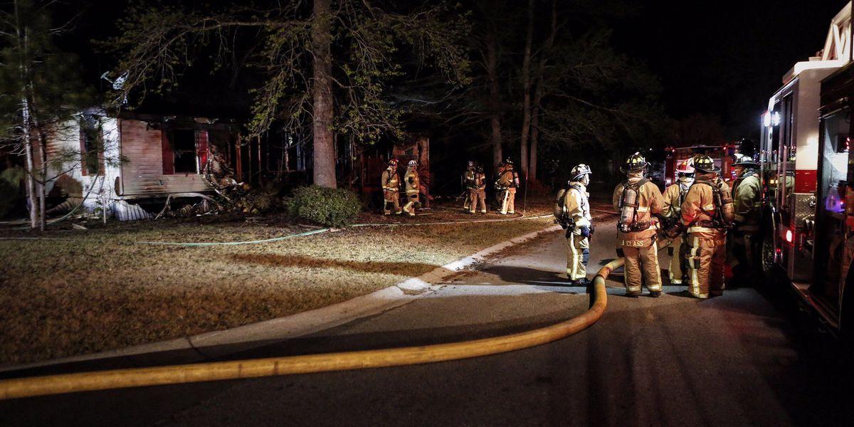 Emergency crews extinguish mobile home fire in N. Charleston