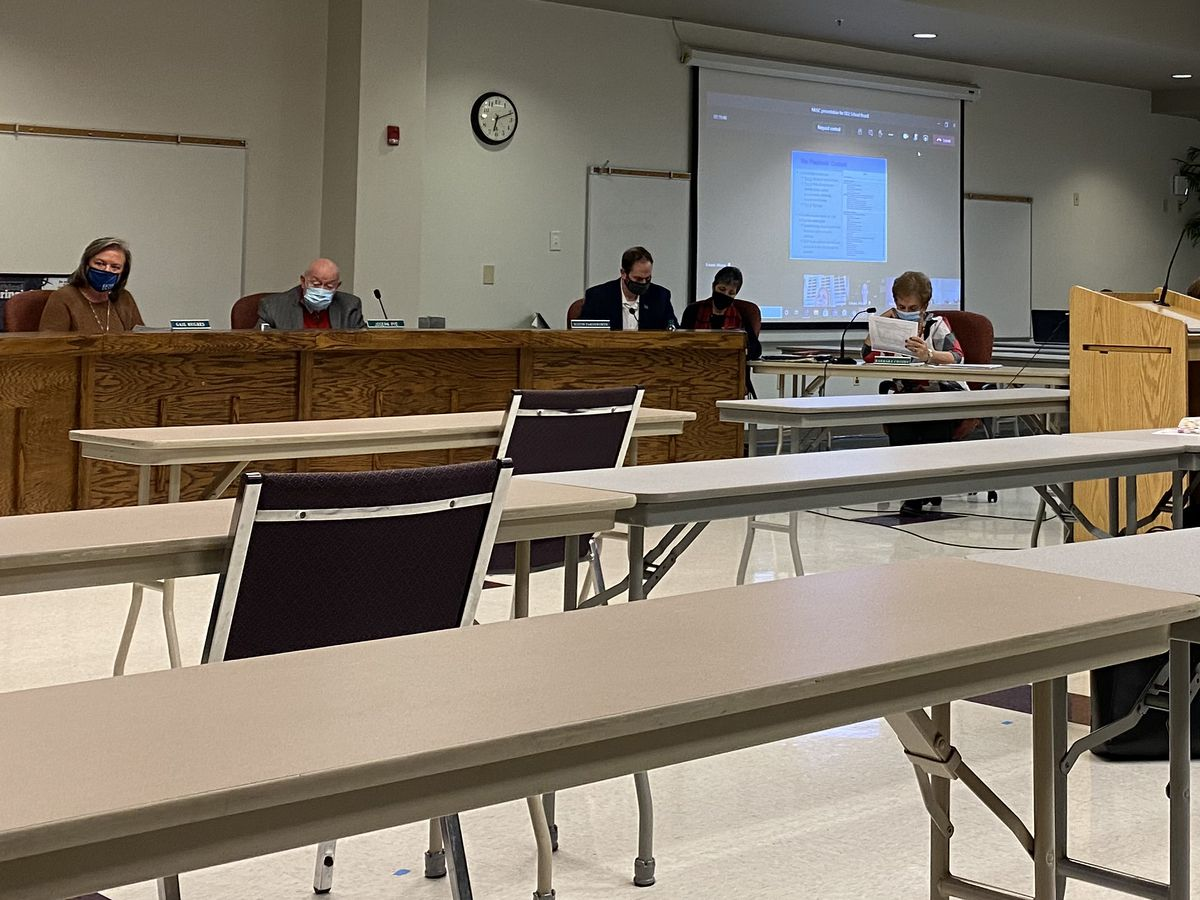 DD2 school board looks at changes to instructional model in workshop