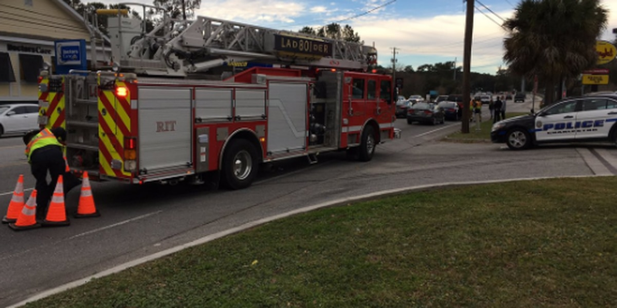 FIRST ALERT TRAFFIC: One lane closed on Folly RD. after accident