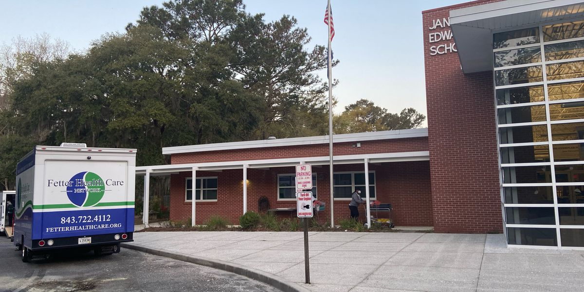 Fetter Health hosts Edisto vaccination clinic, deputies give rides